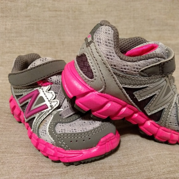 NWOT New Balance Baby Girl Shoes
